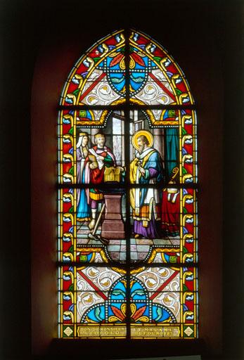 Verrière : saint Eloi présente un reliquaire au roi ; Eglise paroissiale Saint-Léger ; Hesdin-l'Abbé ; Pas-de-Calais, Nord-Pas-de-Calais. Photographie de Philippe Dapvril