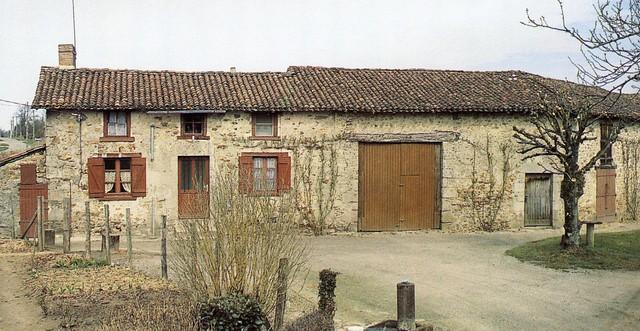 Ferme du Mas Neuf,Chaptelat, crédit photo,PhilippeRivière, inventaire généralADAGP