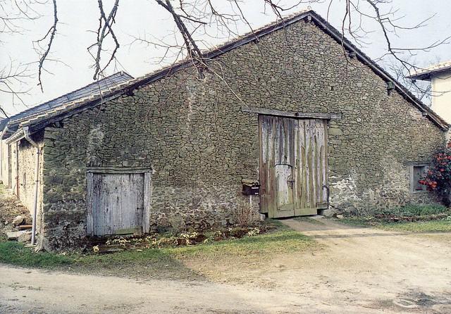 Grange-étable, commune deVeyrac, crédit photo,PhilippeRivière, inventaire général,ADAGP.